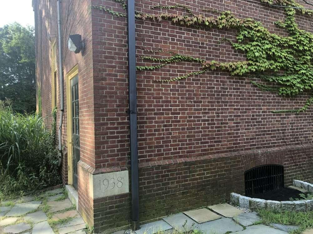 Eliot School building