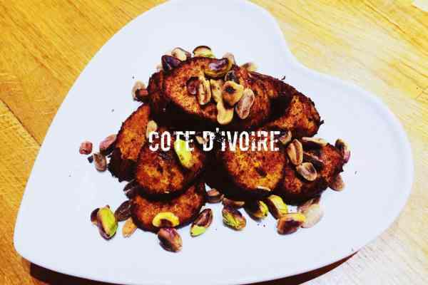 Ivory Coast fried plantain with roasted nuts alloco nationaldish Cote d'ivoire