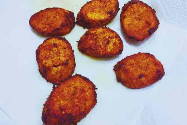 Fried plantain draining on kitchen towel kelewele alloco nationaldish west africa