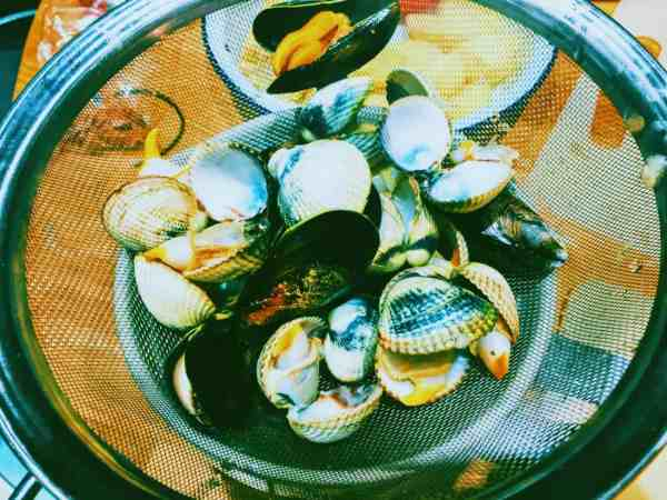Cockles and mussels steamed very quickly in white wine for Clam Chowder