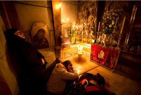 Mujeres rezando