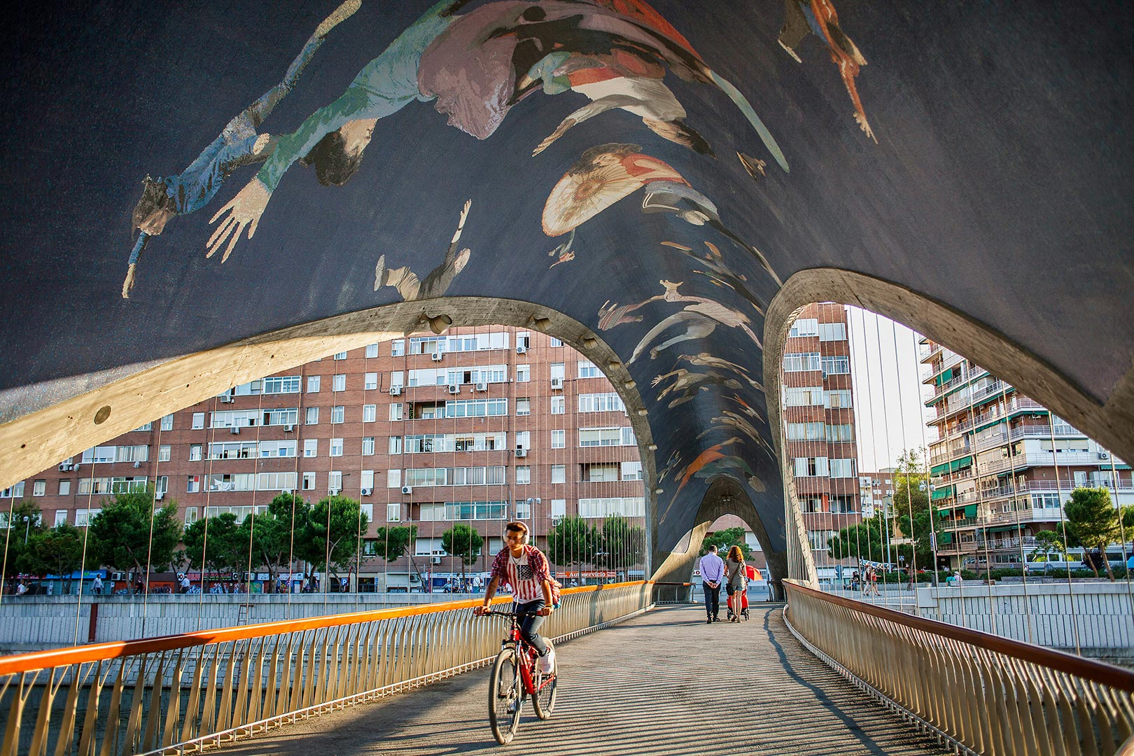 Picture of a mural seen over the Invernadero bridge, Madrid, Spain