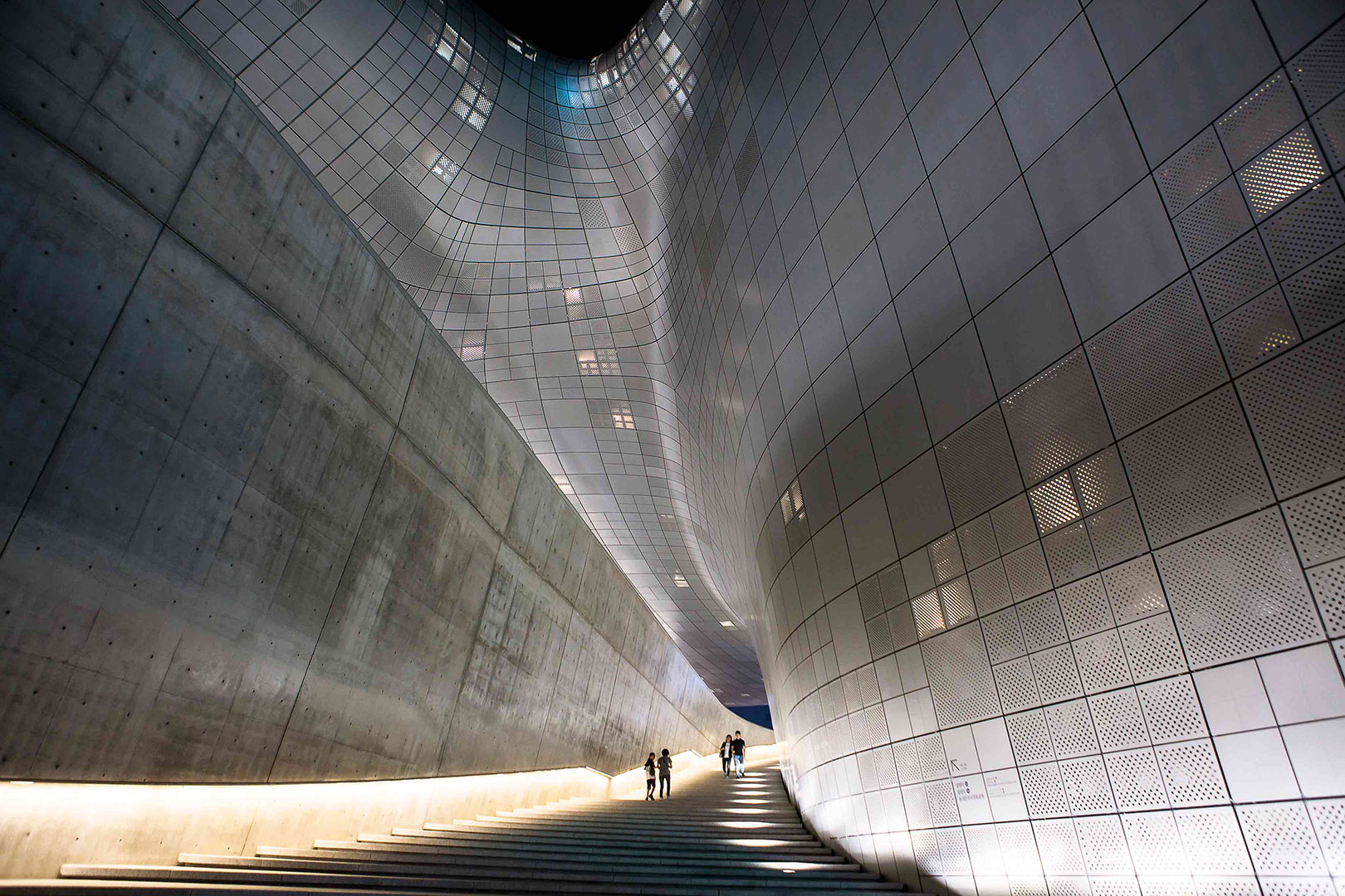 Picture of the Dongdaemun Design Plaza at night, Seoul, South Korea