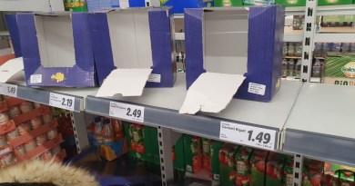 Demență totală în România! Nebunie în magazine! Rafturi golite, cozi uriaşe în supermarketuri de frica coronavirusului / FOTO HALUCINANT