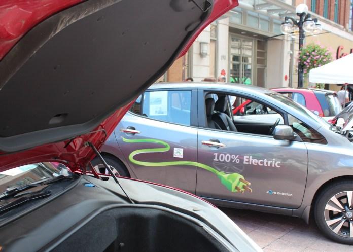 canada proposes rebates for electric cars, voluntary sales mandate