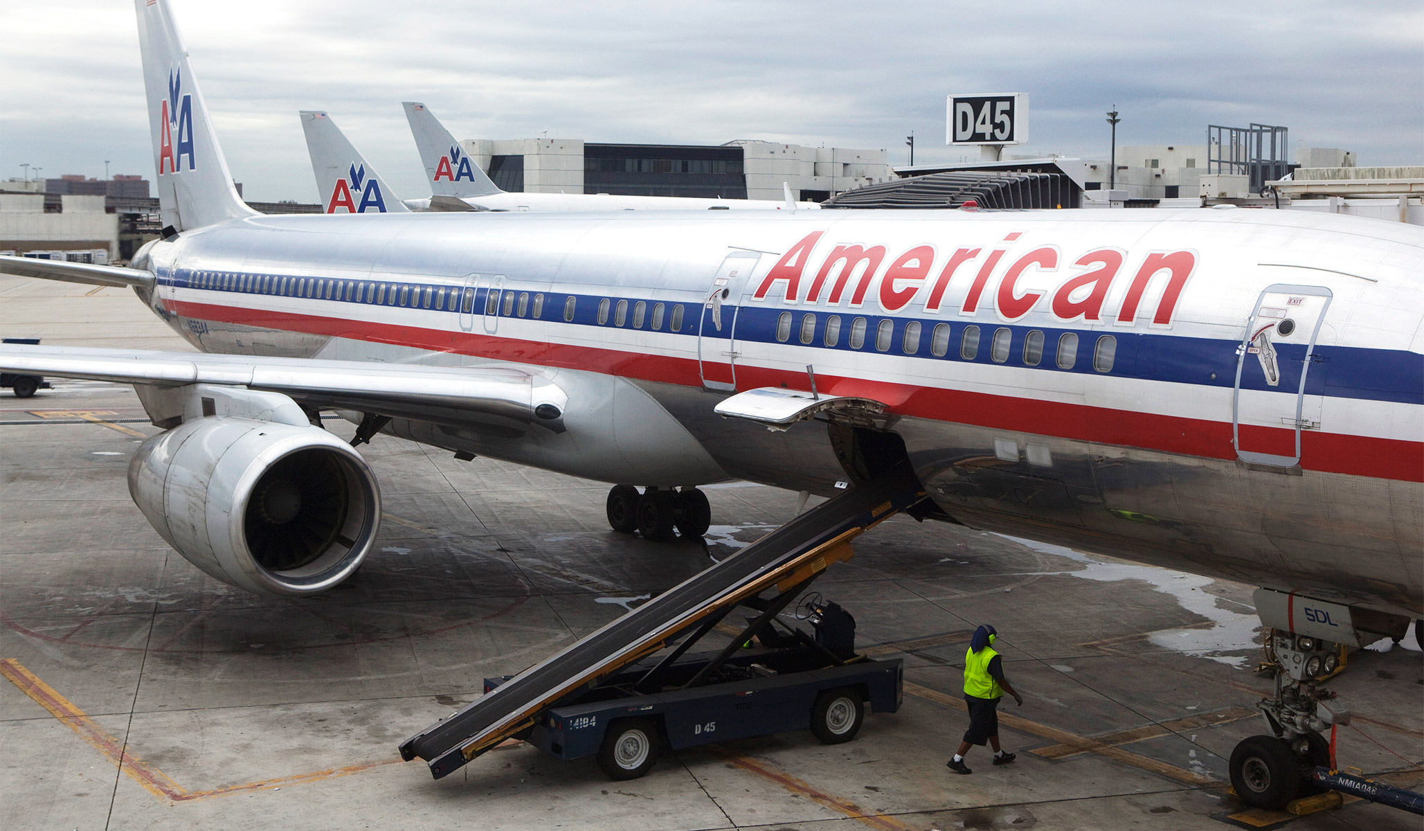 American Airlines Mechanic who Sabotaged Plane before Takeoff Suspected of ISIS Ties