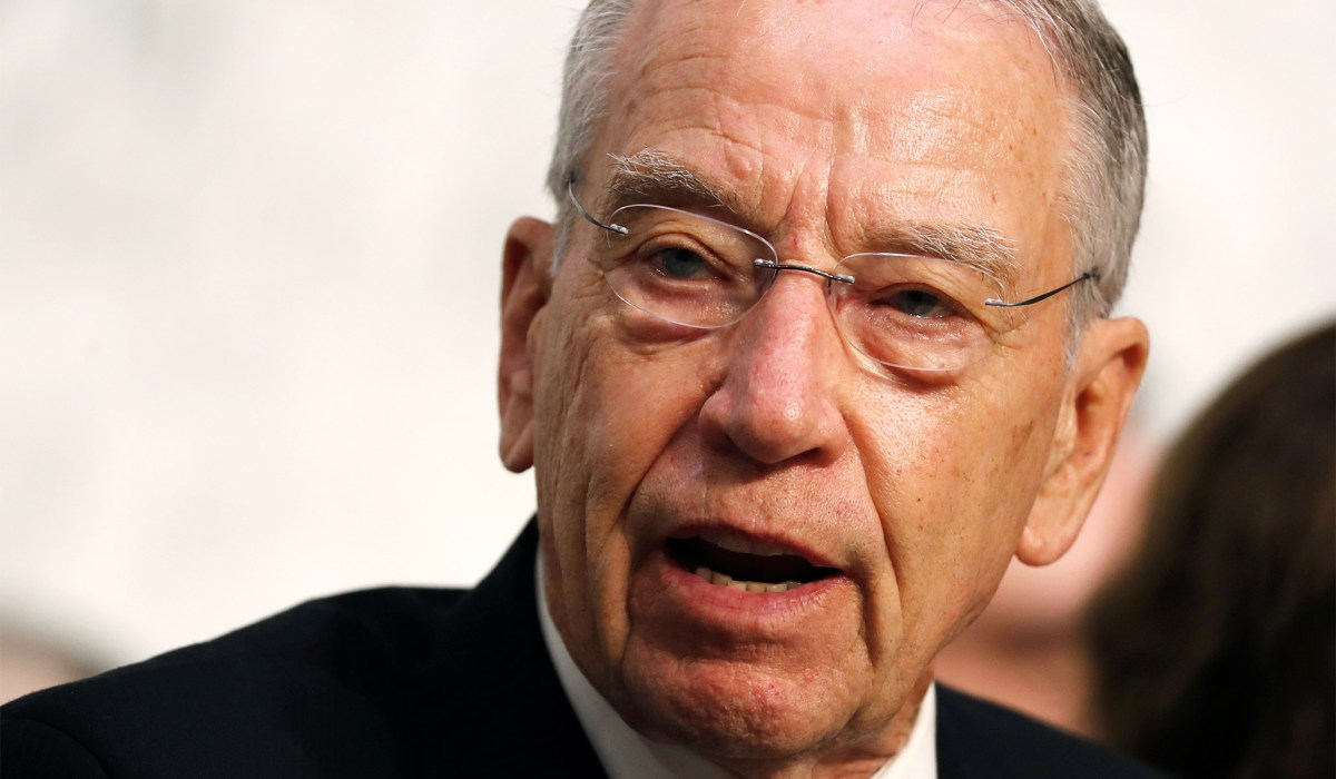 Grassley Demands Explanation from DOJ on Mueller Team's Wiped Phones, Questions Whether It Was 'Widespread Intentional Effort' | National Review