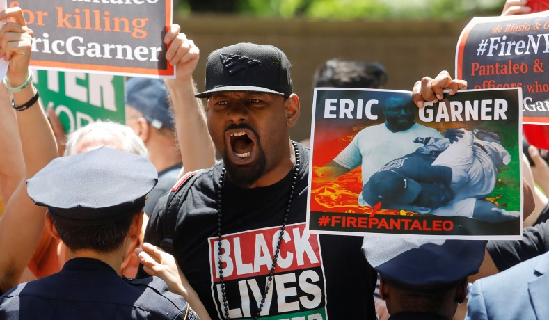 2020 Democrats Slam DOJ Decision Not to Charge NYPD Officer in Eric Garner's Death