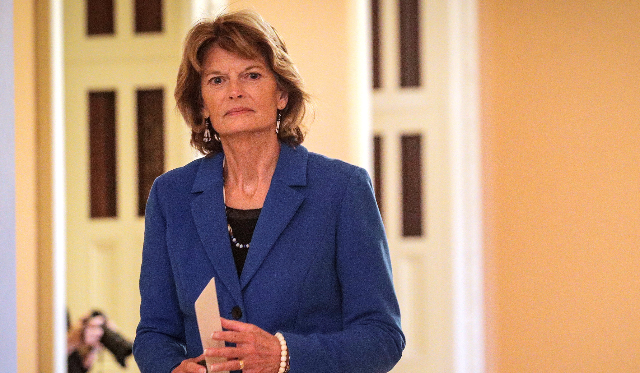 Sen. Murkowski Says Confirming Supreme Court Nominee in 2020 Would Be 'Double Standard' thumbnail