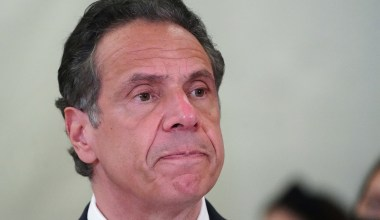 Woman Accuses Cuomo of Unwanted Kissing, Provides Photo of Incident