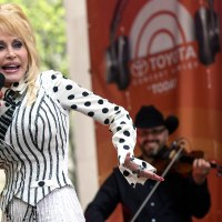 The Impossible Genuineness of Dolly Parton