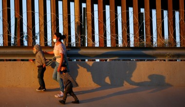 White House Considers Ending COVID-Inspired Migrant Family Expulsions: Report