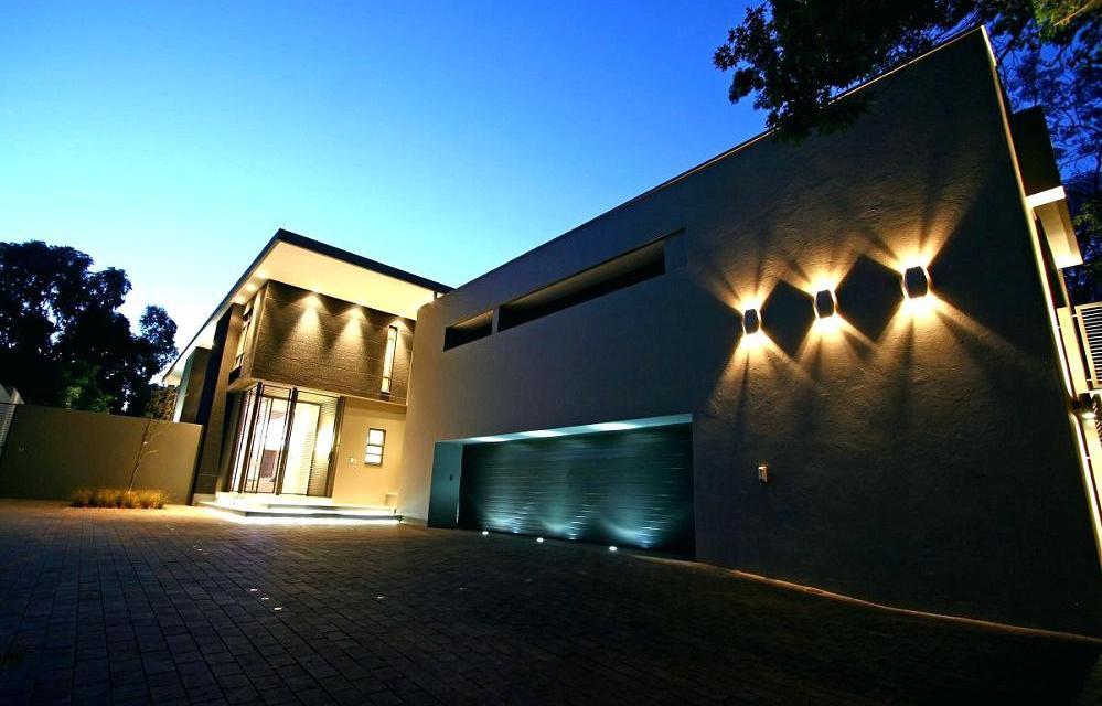 https://i1.wp.com/www.nationwidegroup.co.ke/wp-content/uploads/2018/09/wall-lighting-modern-outdoor-wall-lights-outdoor-wall-mount-lighting-kenya.jpg?resize=999%2C640&ssl=1
