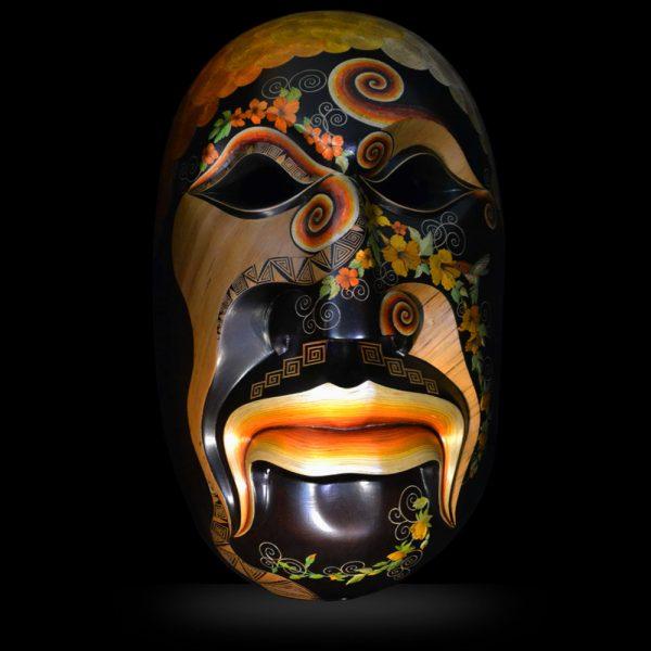 Masque sud-américain réalisé à partir d'une technique artisanale précolombienne