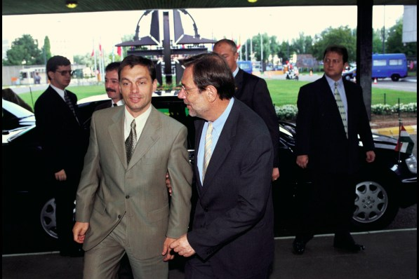 Resultado de imagen de Viktor Orbán 1998