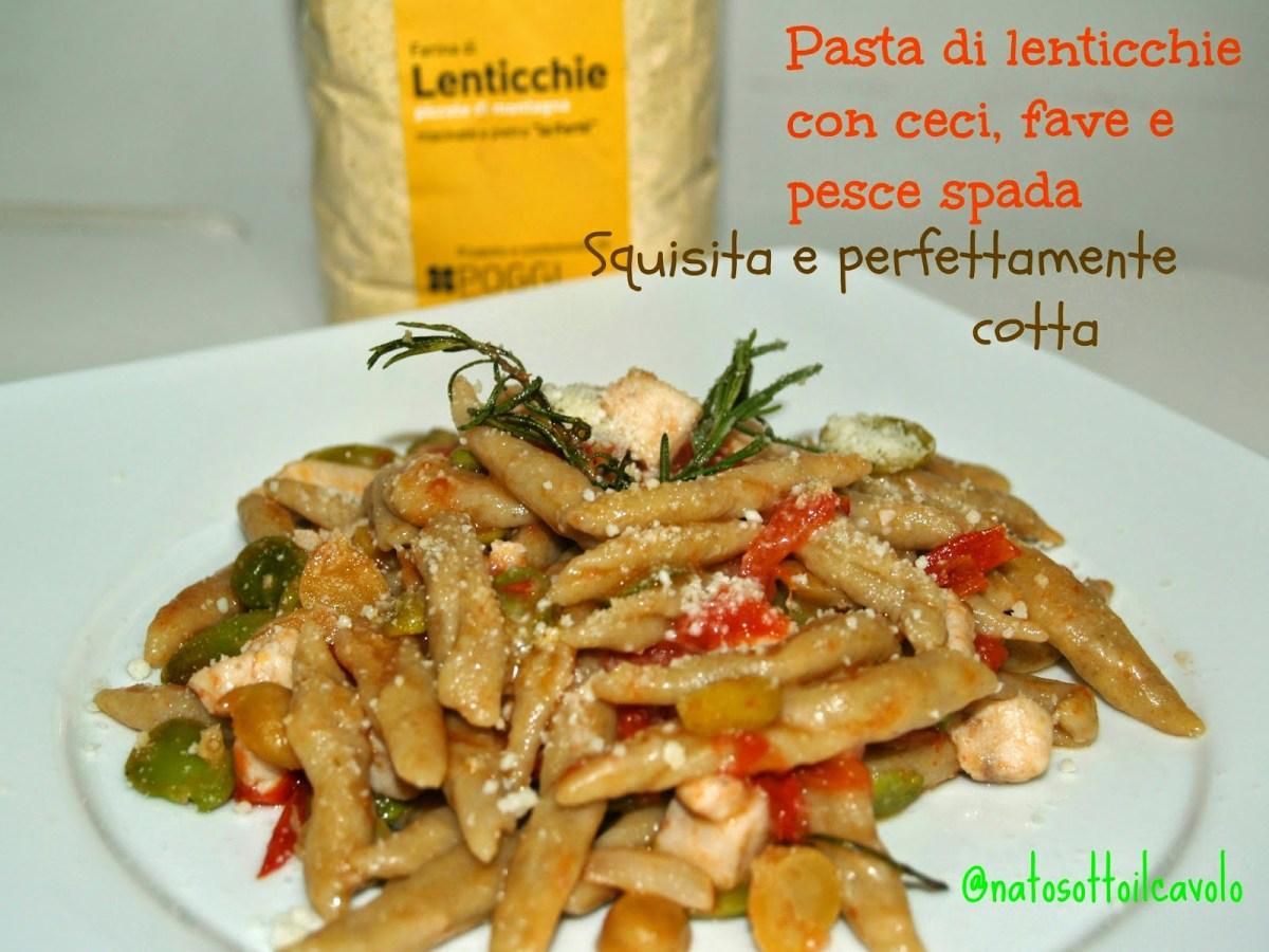 Pasta con farina di lenticchie, ceci, fave e pesce spada