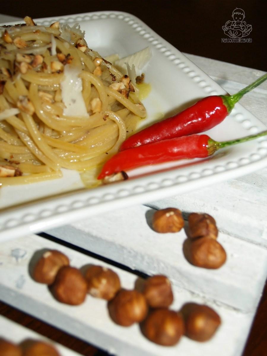 Spaghetto quadrato con acciughe, nocciole e pecorino