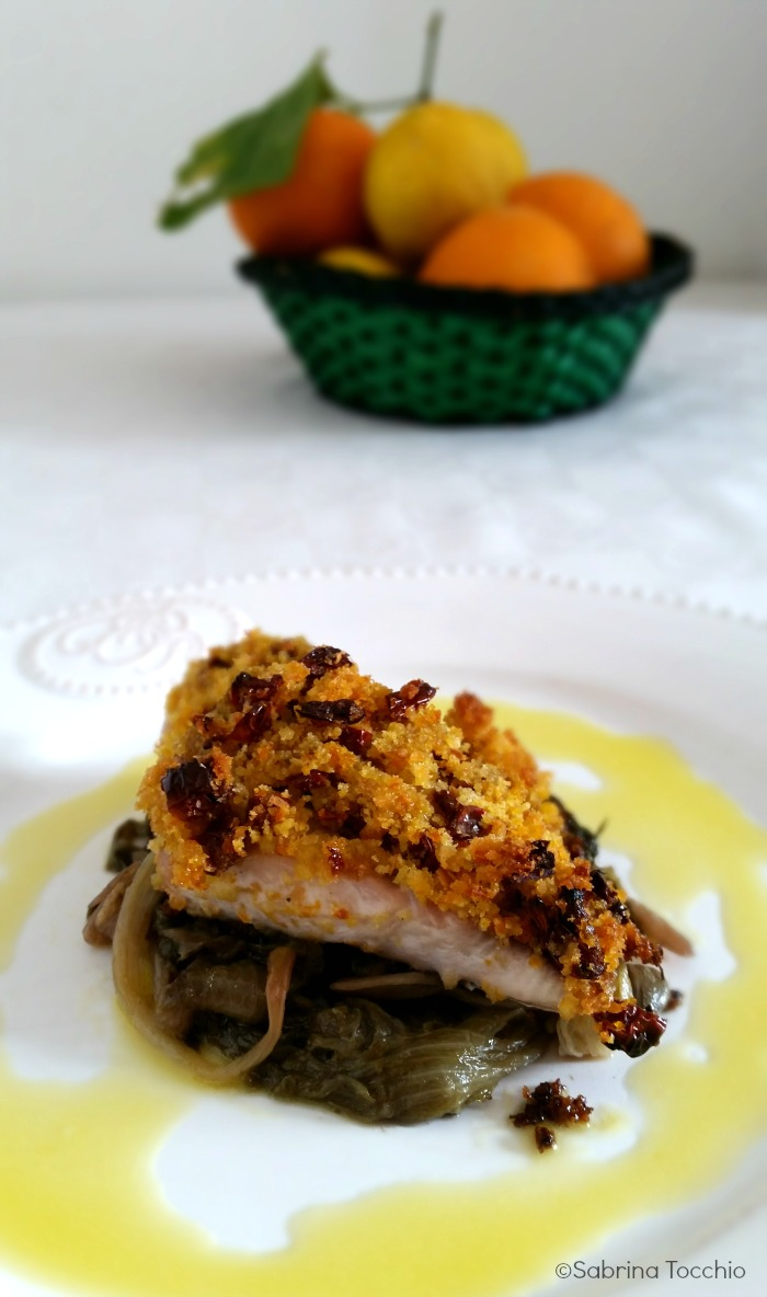 Palamita con panure agli agrumi, scarola e salsa d'arancia
