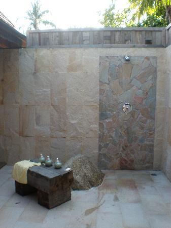 santhia oiutdoor shower