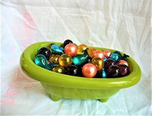 Baignoire cadeau de 80 perles d'huile de bain Fleuries jojoba,lavande,rose et verveine citron de fabrication Française,