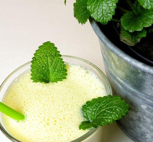 Mango Lassi Milch Kefir Getränk - ein einfaches und würziges Kefir Rezept