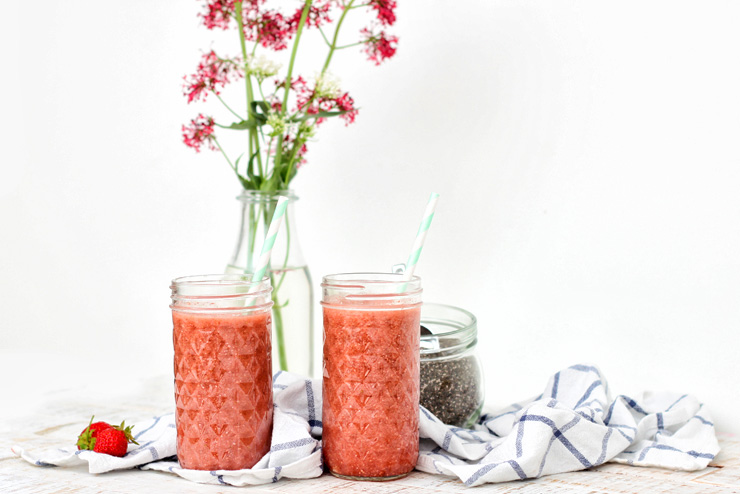 Strawberry kombucha with chia and vanilla - tasty, refreshing and full of power