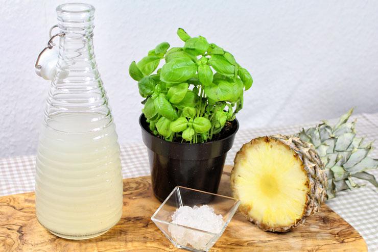 """""""Pineapple Kiss"""" Kefir Smoothie - ein erfrischend fruchtiger Wasserkefir Drink mit Ananas und Basilikum - Zutaten"""