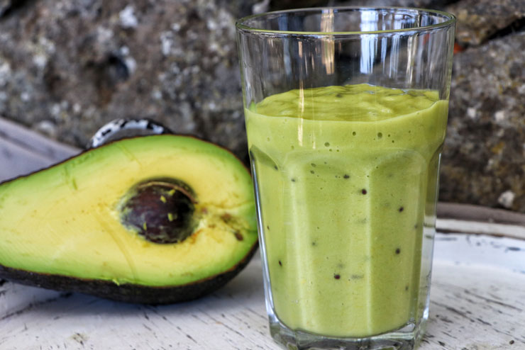 Green kombucha Smoothie - Avocado meets kiwi and banana - main pic