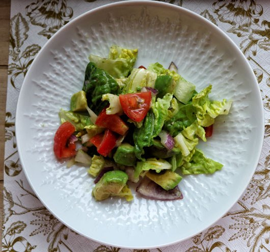 Salad with kombucha dressing – fresh and crispy salad meets colourful veggies and avocado - main pic