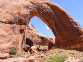 NABS members under Broken Bow Arch.