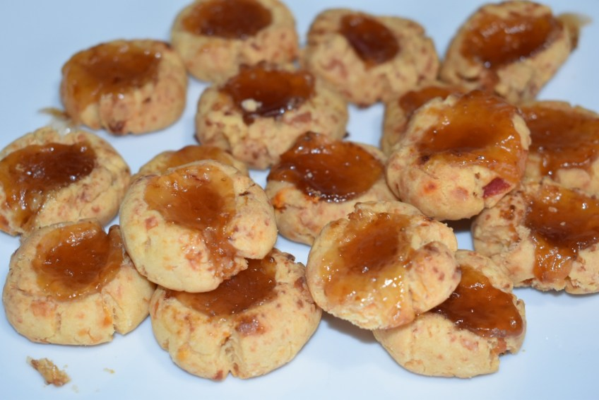Smoked Gouda Pimento Cheese Cookie + Strawberry & Pineapple Jam