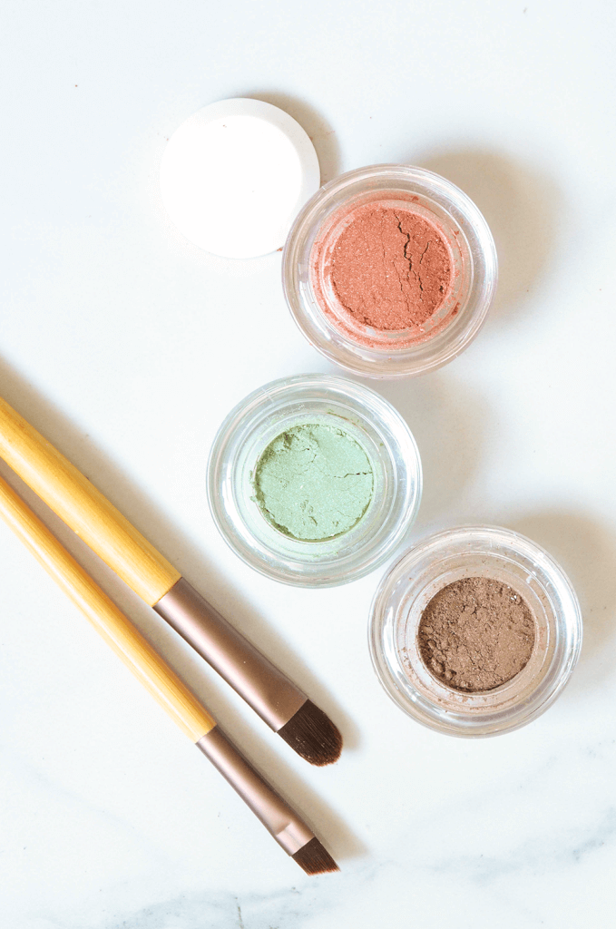 Handmade Loose Powder Mineral Eye Shadow - A Quick and Easy Tutorial