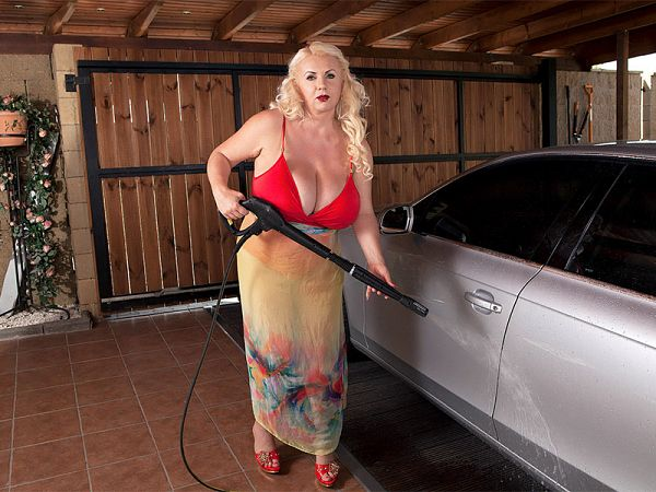 mature busty marissa kert carwash sex