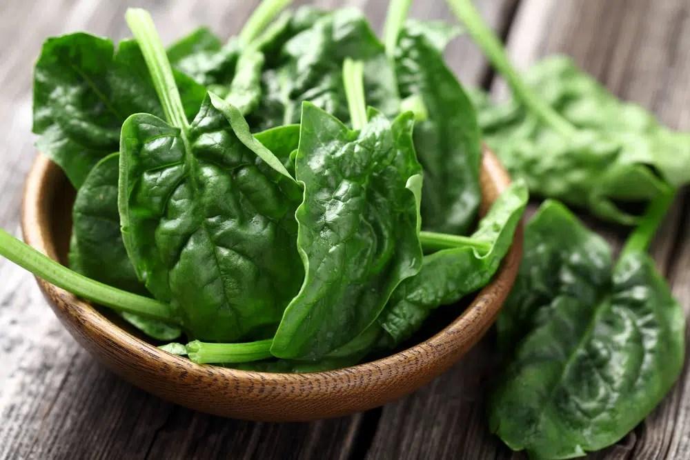 Benefícios para saúde impressionantes de espinafres