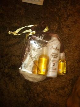 In the box: Radiant Color Crème, Radiant Color Developer, Professional Latex Gloves, Salon Application Brush, Raw Shea Moisture Retention Shampoo, Raw Shea Restorative Conditioner and Raw Shea Reconstructive Finishing Elixir.