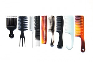 Which Hair Brush Is Best For Curly Hair? / Hair Brushes 101: A Guide To Your Perfect Hair Brush(es) - http://www.kisforkinky.com/which-hair-brush-is-best-for-curly-hair