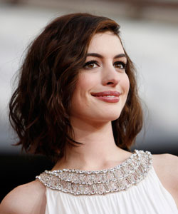 Anne Hathaway Hacks A Way Her Curly Hair