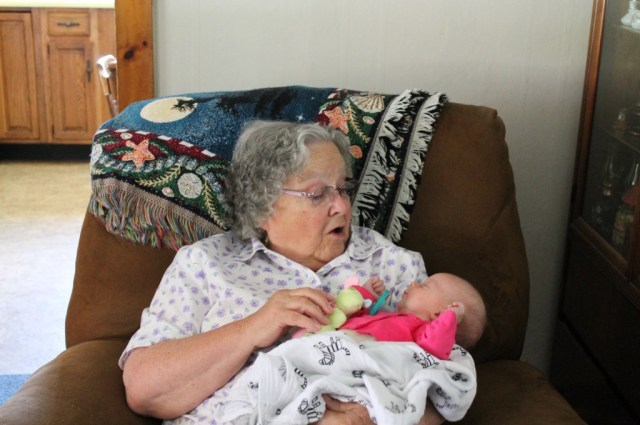 Edith meeting her great-great grammy for the first time