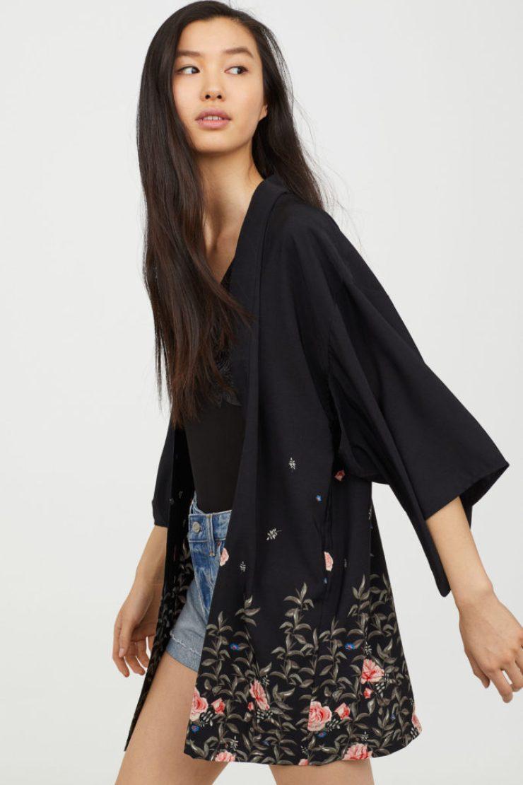 kimono nero con stampa a fiori