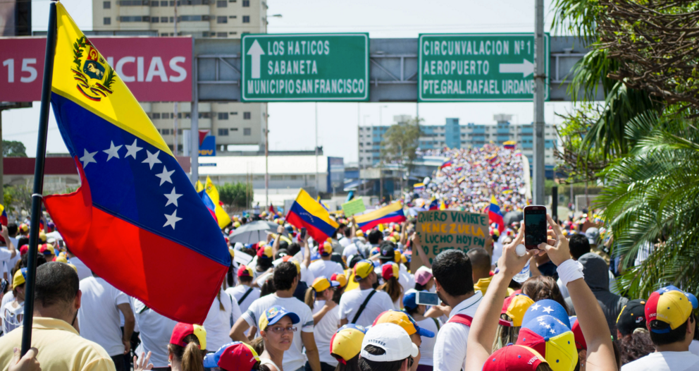 venezuela-protest-crowd-socialism-collap