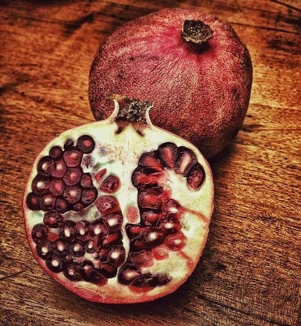pomegranate oil for the skin