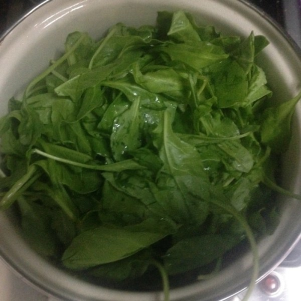 wilted spinach leaves healthy food