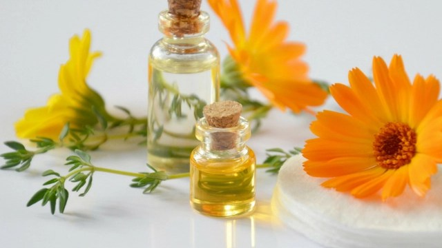 12 Beneficial Calendula Oil Products for the Skin