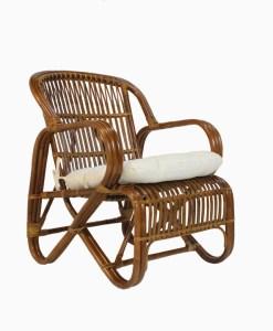 كرسي بذراعين من خشب السكر من الخيزران بني