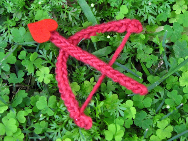Free Knitting Pattern ♥ Valentine Cupid Bow and Arrow by Linda Dawkins