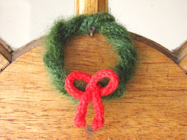 knit yarn wreath ornament