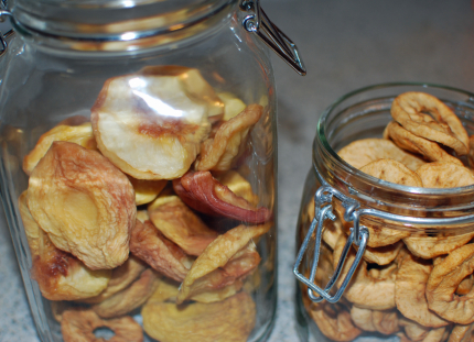 Dried white peaches and apples