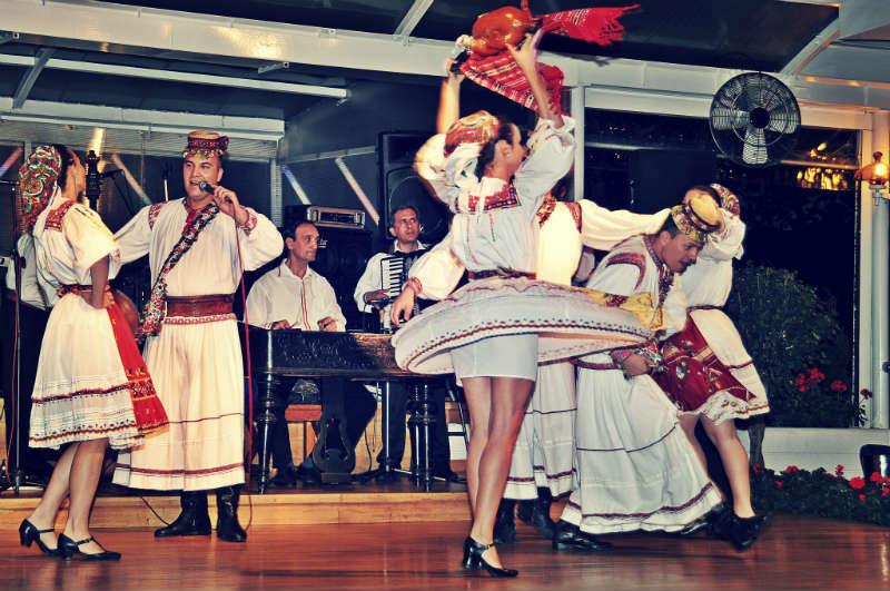Romania Dancing