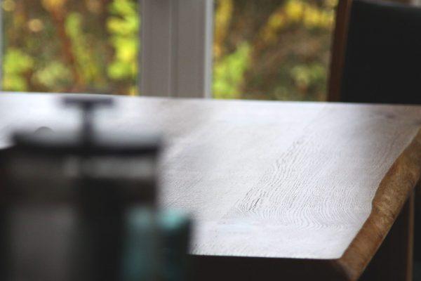 Besprechungstisch-Platte, Tischplatte Holz, Eiche mit Naturkante bzw. Baumkante bzw. Live-Edge, geölt