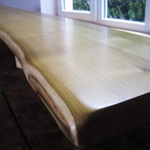 Theken-, Tischplatte oder Sitzbank, Theke, Tresen für Büro-Gaststätte aus Akazie bzw. Robinie mit Naturkante bzw. Baumkante